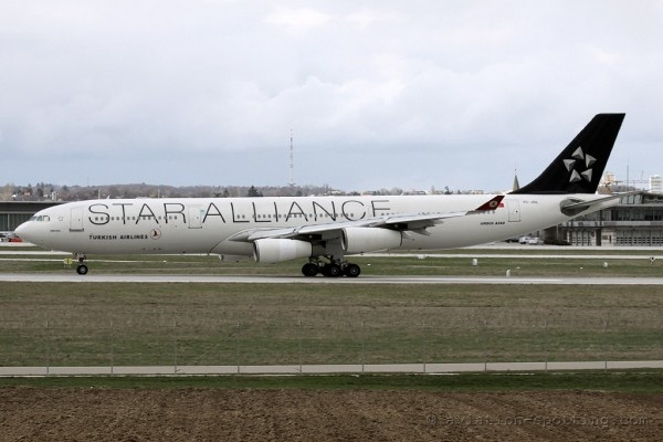 Turkish Airlines Airbus 340-300 Star Alliance colours