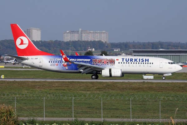 Turkish Airlines Boeing B737-800 Basketball special colours