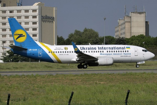 Ukraine International Airlines Boeing B737-300 (Ukraine)