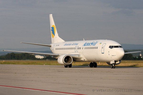 Aerosvit Airlines Boeing B737-400 old colours (Ukraine)