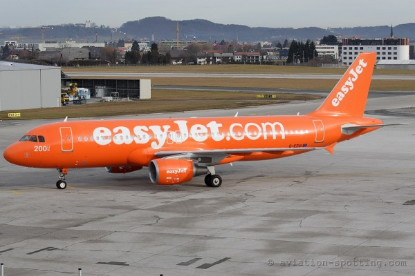 Easyjet Airbus 320 200th Airbus special colours (UK)