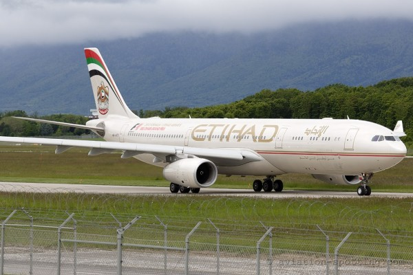 Etihad Airways Airbus 330-300 (UAE)