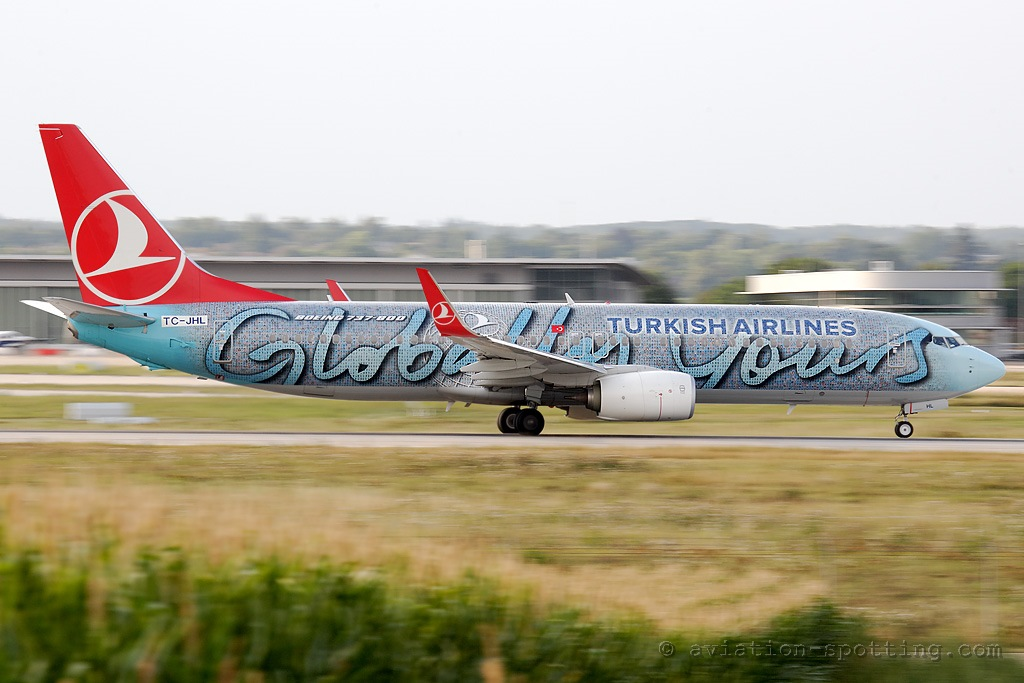Turkish Airlines Boeing 737-800 Globally yours special colours