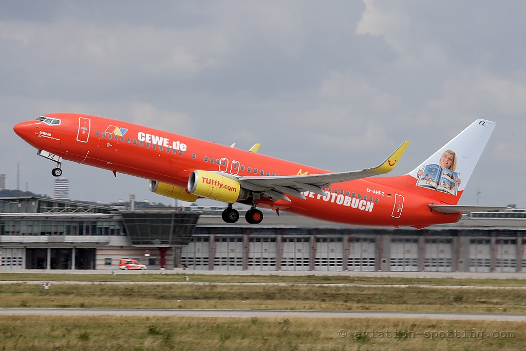 TUIfly Boeing B737-800 CEWE special colours (Germany)