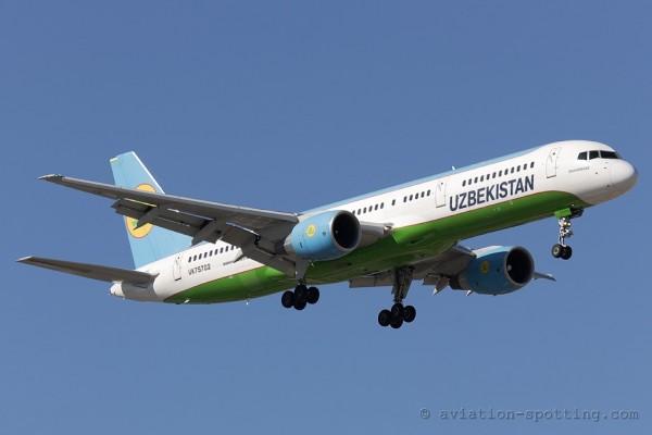 Uzbekistan Airways Boeing B757-200