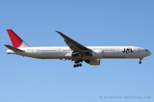 Japan Airlines Boeing B777-300