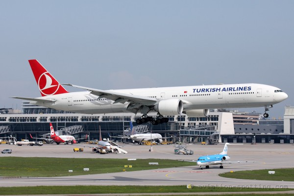 Turkish Airlines Boeing B777-300