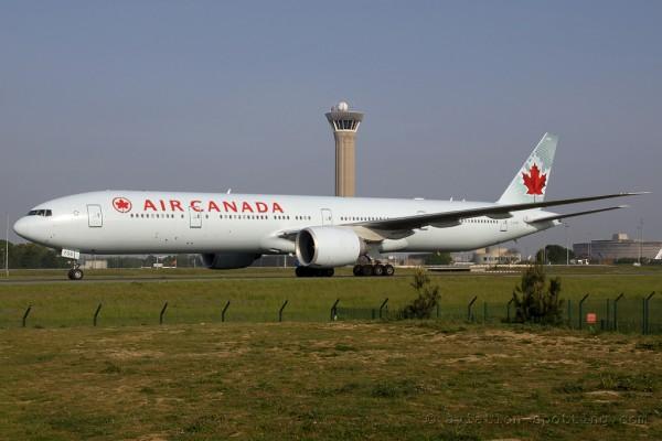 Air Canada Boeing B777-300