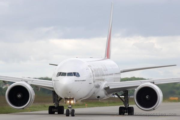 Emirates Boeing B777-200 (UAE)