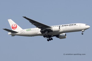 Japan Airlines Boeing B777-200