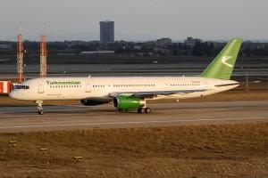 Turkmenistan Airlines Boeing B757-200