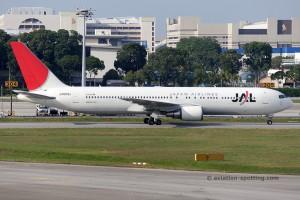 Japan Airlines Boeing B767-300